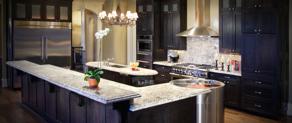 Traditional kitchen design with stainless appliances